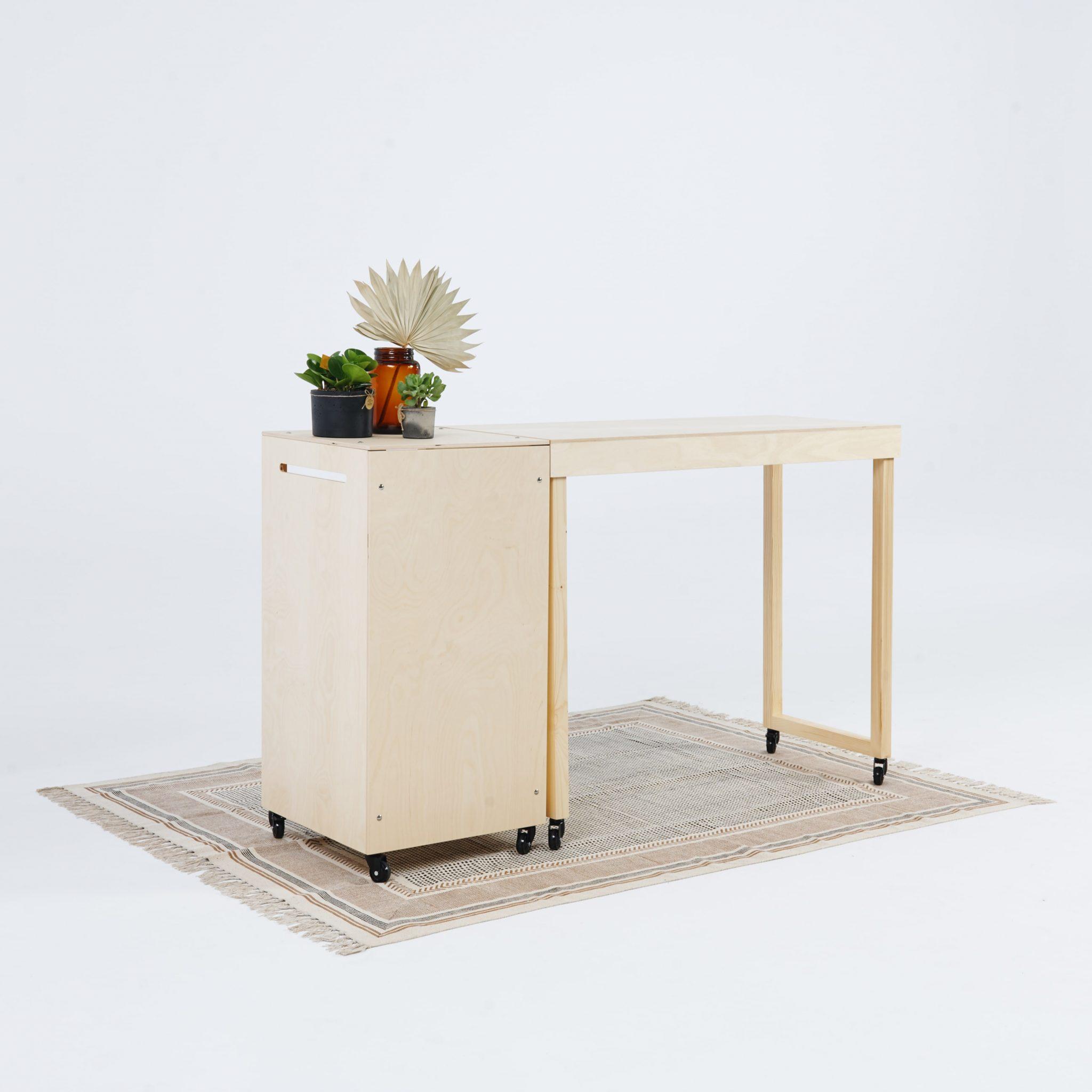 Stół ekspozycyjny i trybunka