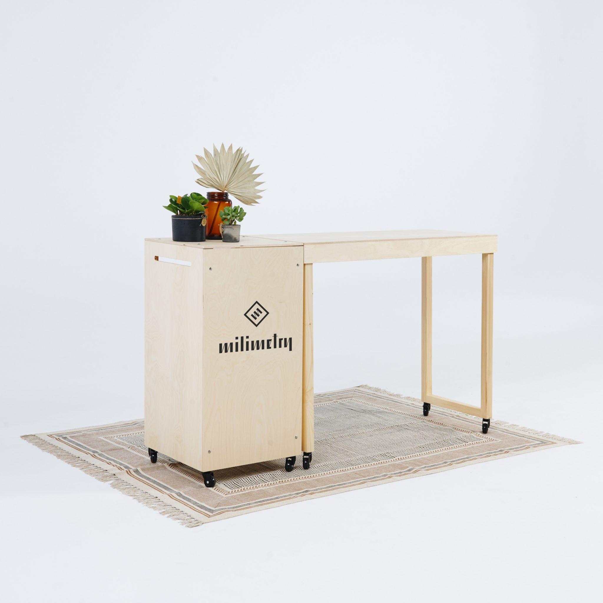 Trybunka i stół ekspozycyjny
