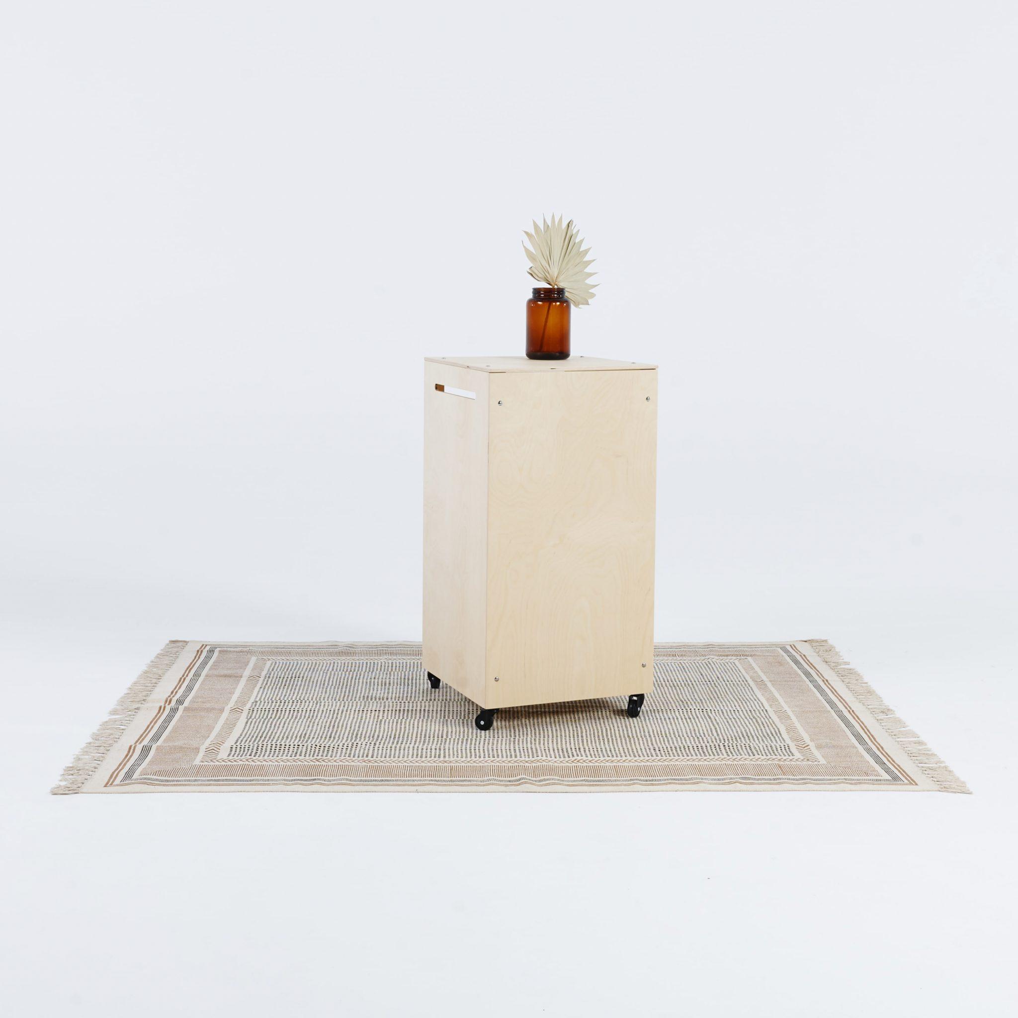 Drewniana personalizowana trybunka ekspozycyjna