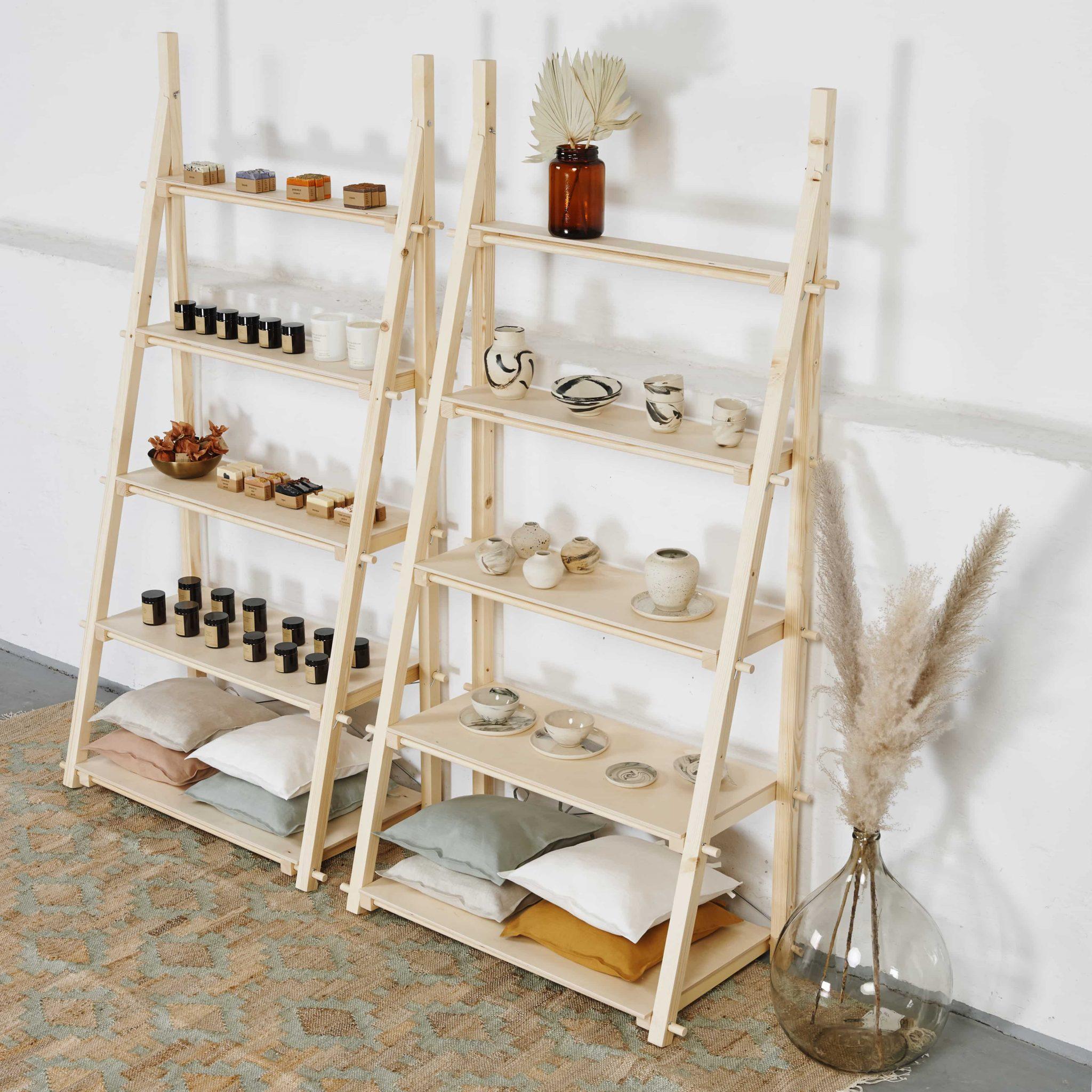 Regały ekspozycyjne drewniane